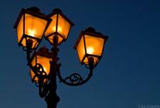 Heller Schein einer Straßenlampe
